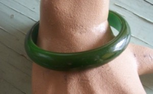 Art Deco Styled Vintage Bakelite Bangle